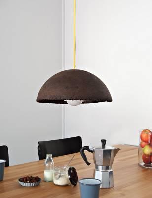 Kávézaccból készült függesztett világítás