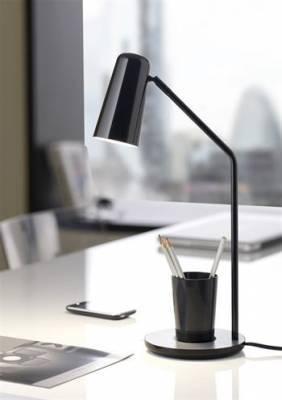 Világítás az íróasztalon